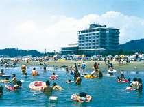 ホテル目の前が海水浴場!泳いだ後はそのままホテルでゆっくりして下さい♪