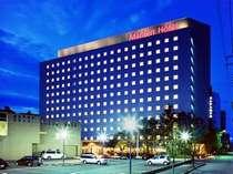 【ホテル外観】JR金沢駅金沢港口(西口)より徒歩5分。観光・ビジネスの拠点に最適