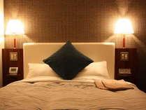 【デラックスダブルルーム】150cm幅のシモンズベッドで上質な眠りを