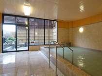 天然温泉掛け流しみかさの湯でゆっくりとお過ごし下さい。また開放感ある露天風呂もお勧めです。