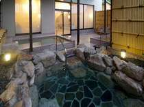心地よい風に吹かれながら入る露天風呂もいいですね♪
