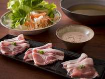 【ご夕食 蓼科 山ごはん】健美鍋:米豚、麦豚、吟醸豚をしゃぶしゃぶで