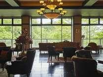 【蔵書Lounge&Bar】蓼科ならではの豊かな自然を眺めつつ