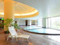*【大浴場(女性)】エリア随一の広さ、南アルプス八ケ岳を眺める露天風呂など、8種の浴槽がございます。