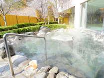 *【露天風呂(女性)】四季折々の表情を見せる南アルプス・八ケ岳、夜には満点の星空を眺める露天風呂。