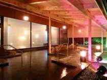 男女朝夜入れ替え『清涼の湯の大浴場』の露天風呂です。4つの内風呂浴槽あり
