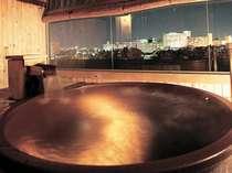 貸切展望露天風呂は全10室。信楽焼の陶器の浴槽の他に檜風呂もございます。(展望貸切風呂 凪の間)