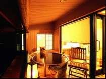 ゆったりとした空間を極上の露天風呂付客室で堪能できます。