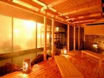 男女夜朝入れ替えの大浴場。ヒバの木をふんだんに使用した千勝の湯の露天風呂です。内風呂4つあり