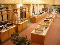 和食・洋食・中華のバイキング(全30種類以上)が並びます。