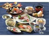 握り寿司三貫と「たたき鍋」が付いた計十二品の和食膳「渚膳」
