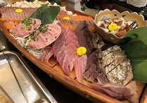 夕食バイキング(お刺身)の船盛り(一例)