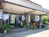 ◆【外観】旧吉沢家(庄屋)の跡地に建てられたもので外堀や土蔵などにそのなごりがみられます。