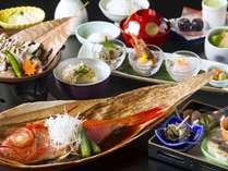 美味会席 秘伝のタレで煮込んだ金目鯛の姿煮(2~3名で1匹)が人気