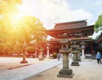 太宰府天満宮を中心に点在する江戸末期や明治期の建物をリノベートした分散型ホテルです。