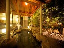 石や木・竹など自然のぬくもりを取り入れた大浴場。寝湯や打たせ湯、ぬる湯、あつ湯、サウナなど種類も様々