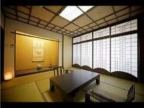 【松風楼8階】最上階8Fのワンランク上質なお部屋。マイナスイオンを発生する壁紙を施しています。