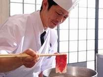 料理人が確かな技で厳選の食材をひと手間ふた手間掛けて調理いたします。