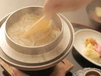 愛媛の郷土料理『鯛めし』 炊きたての鯛めしをお愉しみください