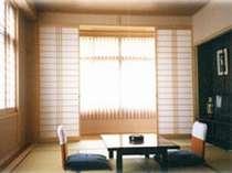 部屋はごくふつうの和室です