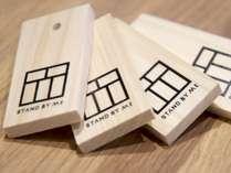 カウンターで「木札」をお買い求めいただき、メニューを木札でお支払いいただきます。