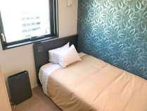 シングルルーム/ベッド幅:120×200cm/全室空気清浄機&電子レンジ完備 マットレスはシモンズベッドを採用