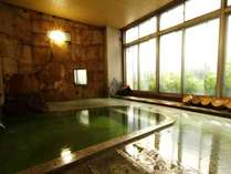 源泉100%かけ流しの温泉。24時間入浴が可能なので、時間を気にすることなく体の疲れをお癒しください。