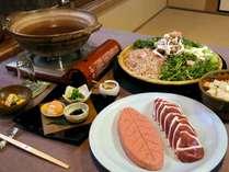 【料理】名物の鴨鍋は10月頃から4月頃までお召し上がりいただけます