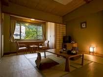 【和室10畳】定員5名様のお部屋。全室渓谷に面しており、渓谷美をご覧いただけます。