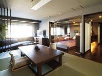 【プレミアムスイート】広さは約100平米あり、展望檜風呂は源泉掛け流しなのでお部屋で温泉を満喫できます。