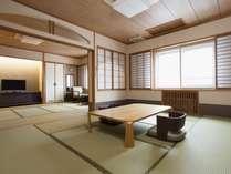 【和室12畳以上】最上階にあり広々とした和室。5名様でもゆったりとお寛ぎいただけます。(お部屋の一例)