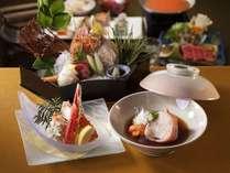 【食事処】和食会席「華宵舞月-かしょうまいつき-」きんきの煮つけやたらば蟹、こだわりの特選会席