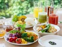 【2019年秋・朝食】プチバイキングでは野菜サラダや果物をご用意しております(9/9~11/30提供予定)