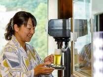 早入浴は三文の得!17時~18時なら湯上がり生ビールが無料。おつまみは四季の渓谷美