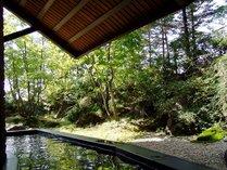 男女共に大浴場には露天風呂を併設。お湯は肌に柔らかい硬度9.9の超軟水を使用