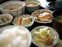 朝食は和洋膳またはバイキングとなります。