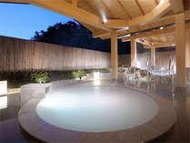 日本初の真珠成分を配合した露天風呂「パールオーロラ風呂」※石風呂