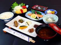 **ご朝食は和朝食をご用意いたします。朝からしっかり食べられます♪