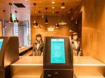 フロント・最新ロボットが皆様をお出迎えいたします!