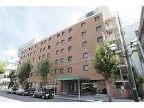 名古屋駅と栄の真ん中・「伏見」に位置したビジネスホテル。総客室数613室。