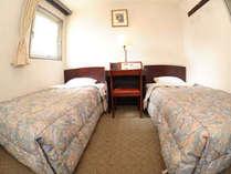 【きつ煙ツインA】おふたりで安く泊るならこのお部屋がおすすめ。(14平米ベッド幅100cm×2)