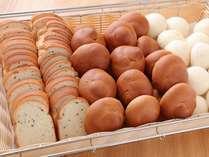 【朝食】名古屋めしバイキング☆ロールパン♪トーストなどをご用意しております。