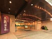 【外観】JR名古屋駅から電車、徒歩で約10分。伏見駅からは徒歩約5分と好立地です