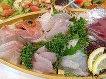 *【夕食一例】地魚がいっぱいの豪華舟盛りも大好評♪海の幸がお好きな方は是非ご賞味ください!
