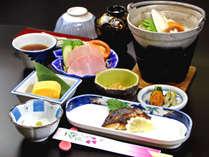 朝は優しい味の和定食をお召し上がり下さい。(朝食一例)