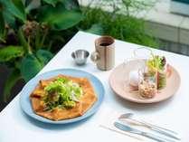 選べるクレープと見た目も可愛い小分けのグラノーラや新鮮野菜