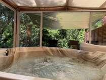 自然と一体になれるジャグジー、セルフロウリュウサウナ、水風呂、外気浴で最上級のととのい