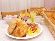 朝食にスクランブルエッグとソーセージを追加しました。
