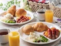 ご宿泊の皆様に無料で軽朝食のサービスをしております。7:00~10:00(最終入場9:30)
