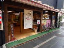 別邸桂荘「お多福TORA-YA北向観音参道仲見世店」こちらは軽食がメイン。ゆっくり徒歩2分
